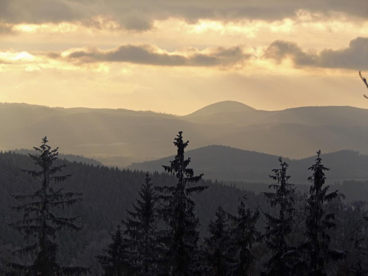 Góry i pagórki: Od Chełmca po Dzikowiec