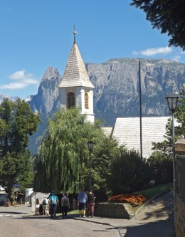 Kościółek św. Antoniego i obowiązkowy Schlern