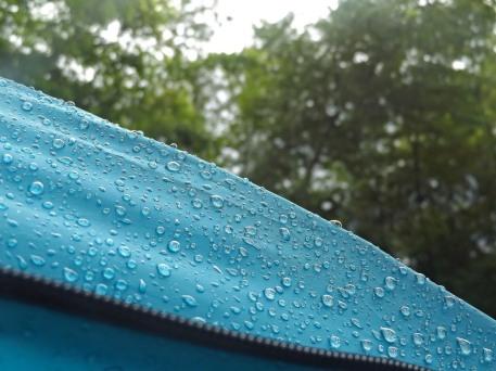 Namiot przyjął hektolitry włoskiego deszczu, dzielny!