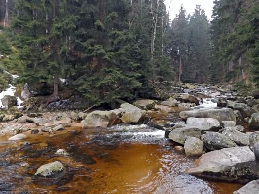 Dużo kamieni to i nazwa rzeki Kamienna ;)