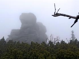 Końskie Łby schowane we mgle.