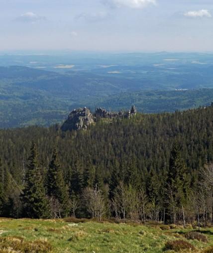 Borówczane Skały niczym ruiny zamku.