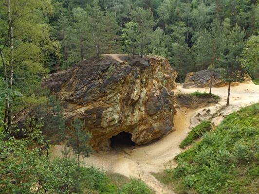 Jaskinie obok Żółtego Jeziorka