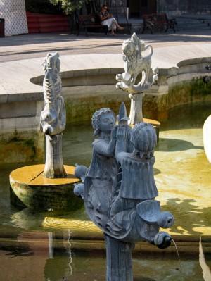 Zodiakowa fontanna.