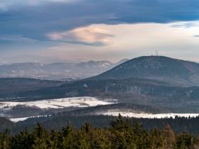 Góry Wałbrzyskie a daleko góry Sowie.
