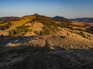 Na wschód: Durbaszka, wierzchołek Wysokiej, Kycera, góry Lubowelskie.