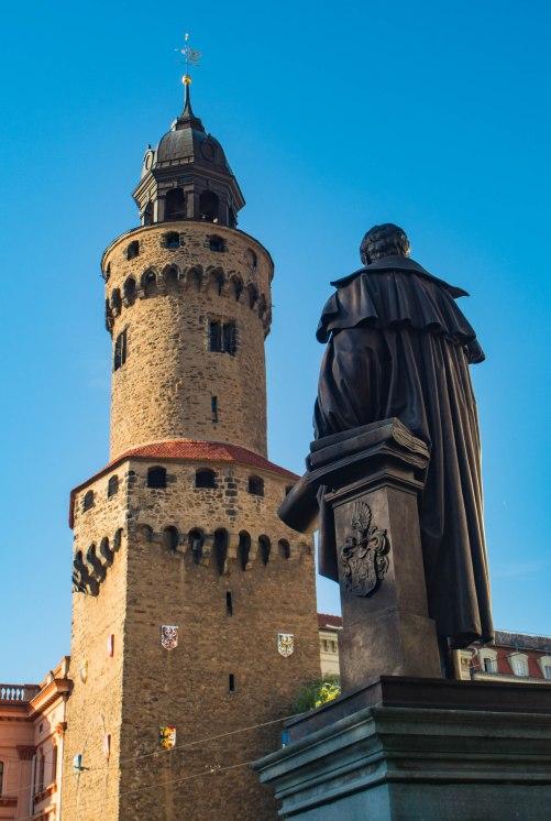 Wieża Reichenbach oraz pomnik Gottloba Ludwiga Demianiego, pierwszego burmistrza miasta