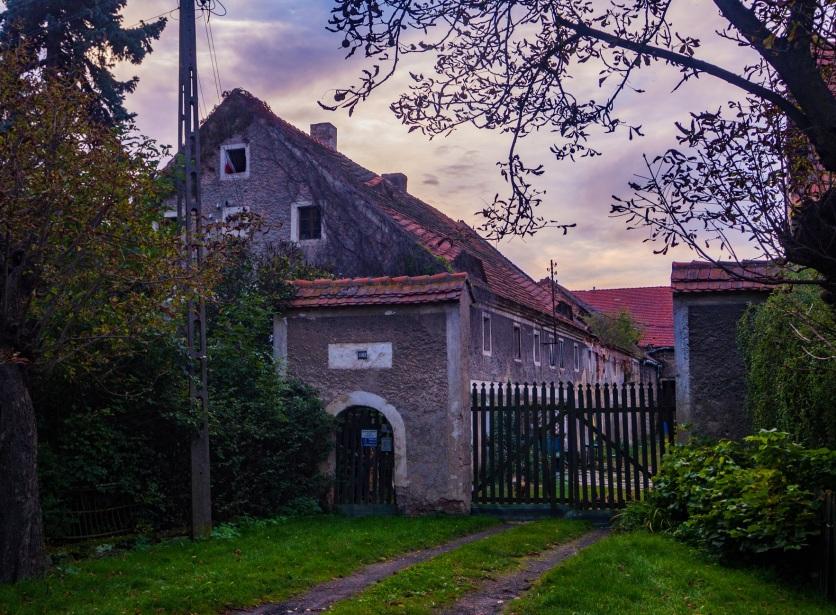 Jeden z wielu miłych dla oka starszych domów we wsi.