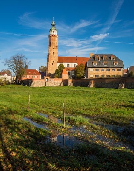 Mury i kościół farny