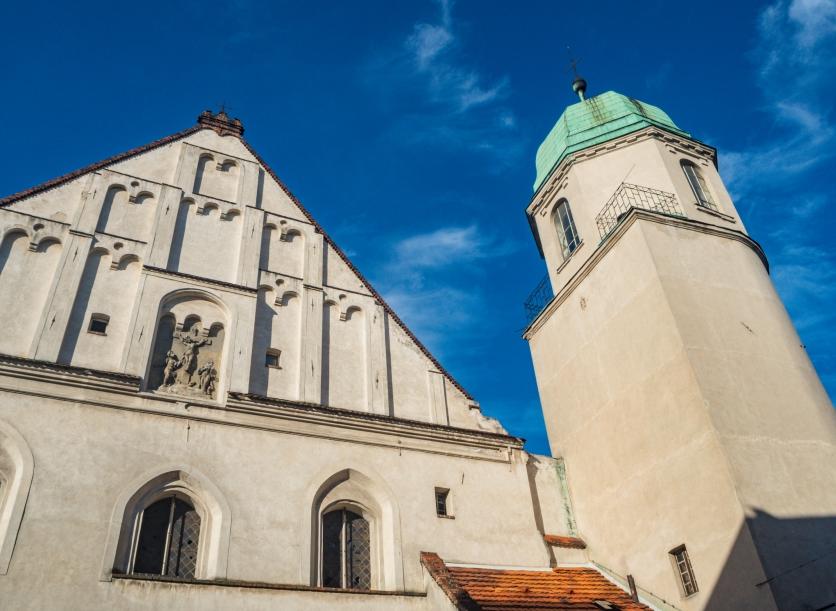 Kościół Żłóbka Jezusa. Tu widać, że wieża jest ni to kwadratowa ni to okrągła.