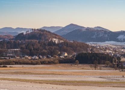 Czarny Bór z górującą ponad... górą Boracza, W jako statyści m.in. Dzikowiec i Stożek Wielki.