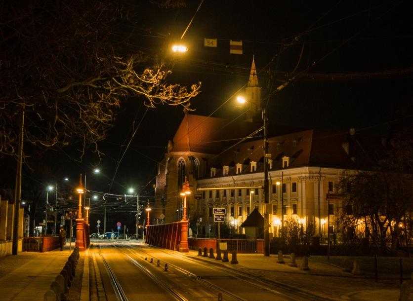 Most Piaskowy z całkiem imponującym tłem.