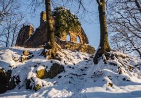 Stary Książ, ruiny ruin stylizowanych.