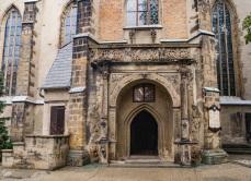 Renesansowy portal, bardzo bogaty.