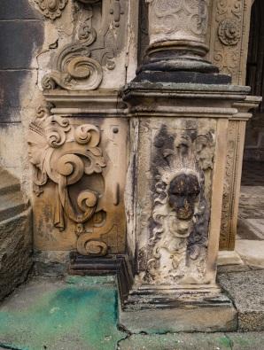 Ciekawe elementy portalu renesansowego.
