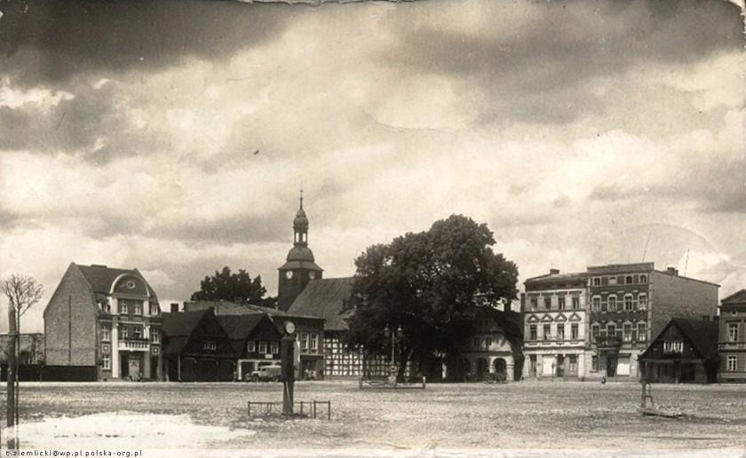 Tak rynek prezentował się przed 1939 rokiem. Fot. https://polska-org.pl/7596225,foto.html